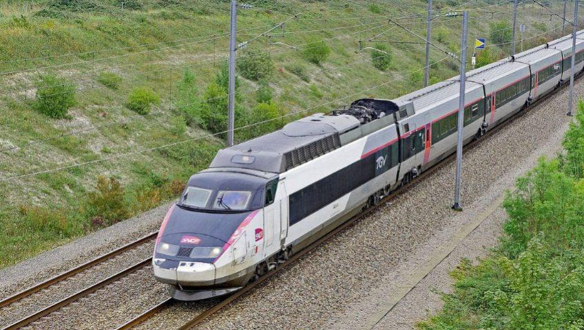 SNCF en partenariat avec le VTC Allocab